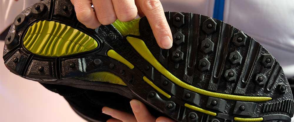 Schuhe mit Eisenstiften, Icebug