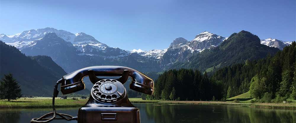 Lenkersee-mit-Wildstrubel-im-Sommer-mit-Telefon-von-Strubel-Sport-Lenk-web